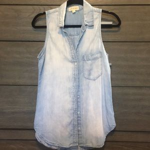 Size S sleeveless button up tank